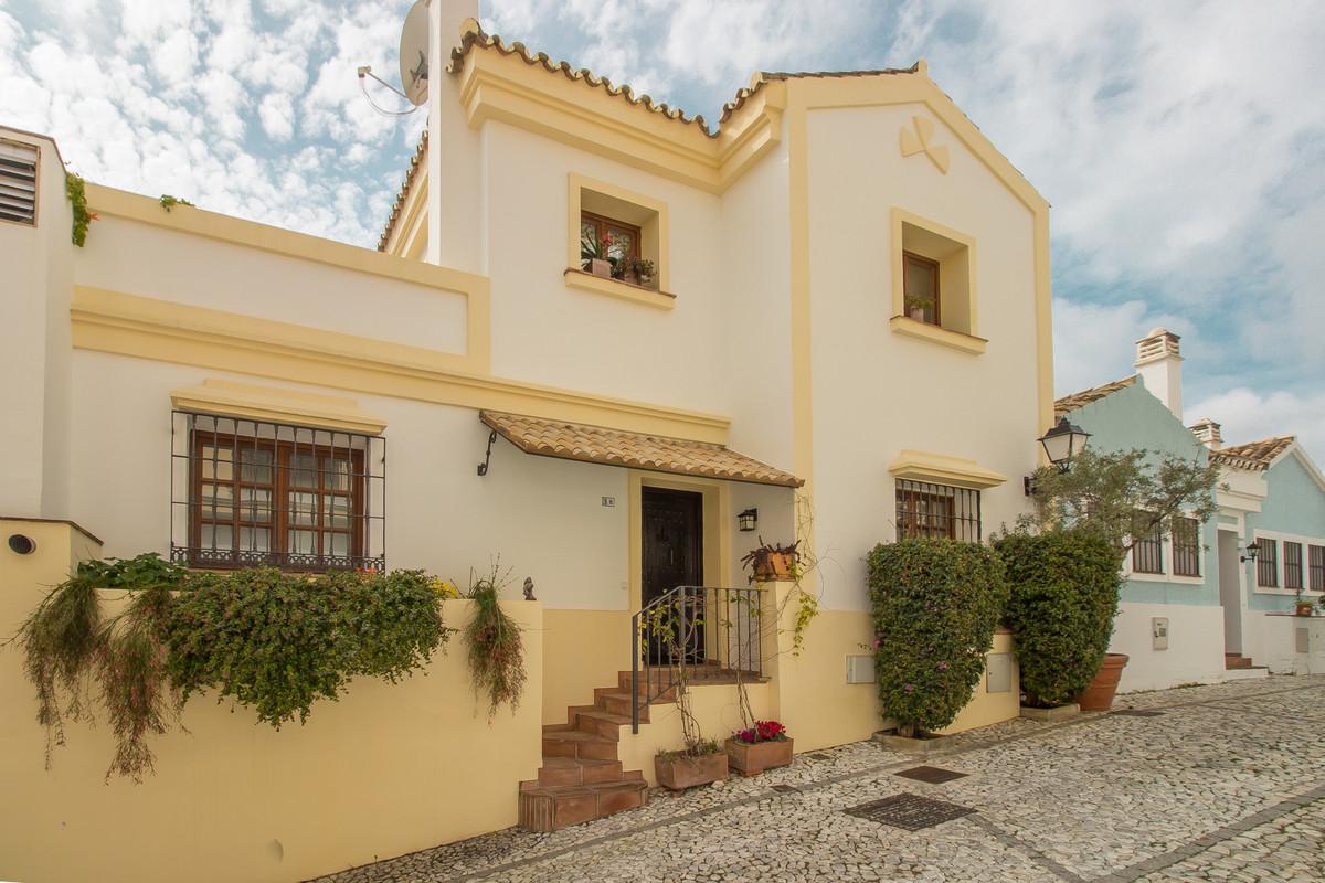 Marbella Banus Adosado en Venta en La Heredia – R3617507