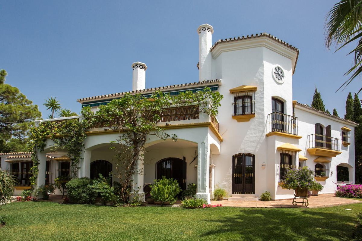 Marbella Banus Villa – Chalet en Venta en El Madroñal – R2498138