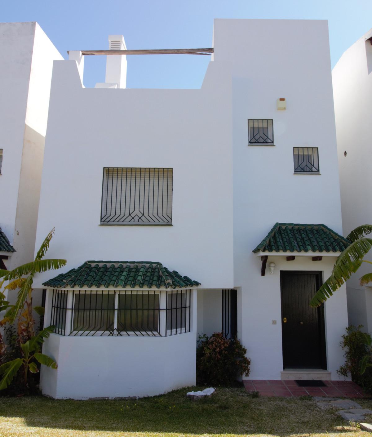 Marbella Banus Adosado en Venta en Selwo – R3421456