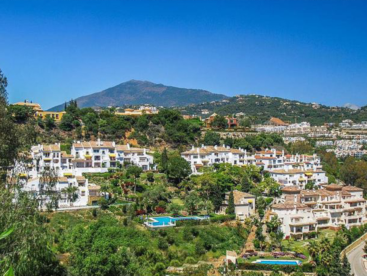 Delightful penthouse apartment in Puerto del Almendro, Benahavis. It comprises two bedrooms, two bat, Spain