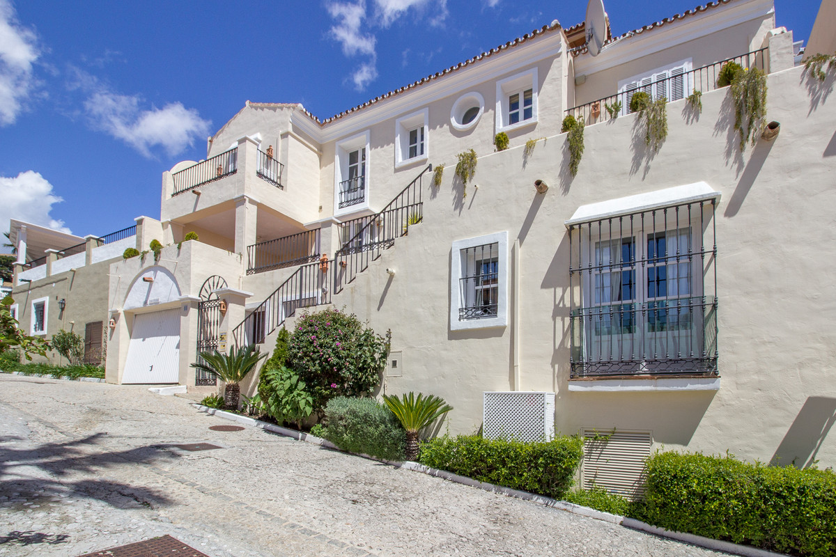 This large townhouse has a guest apartment with it´s own entrance on the lower floor. Within the gue,Spain