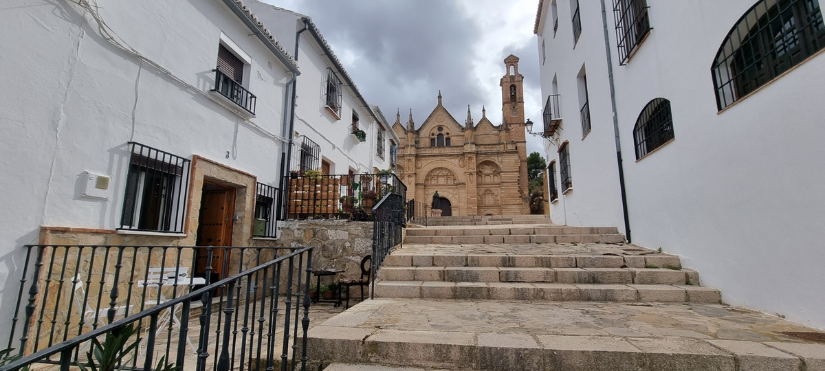Inside the Wall that crowns the center of Andalusia, we find a magnificent town house at the foot of,Spain