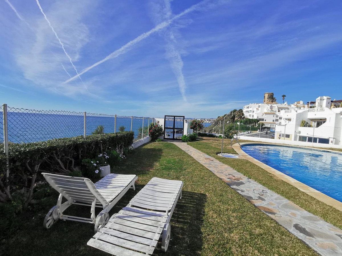 Beachfront penthouse with 1 bedroom ,bathroom refurbished with amazing views to the sea., Spain