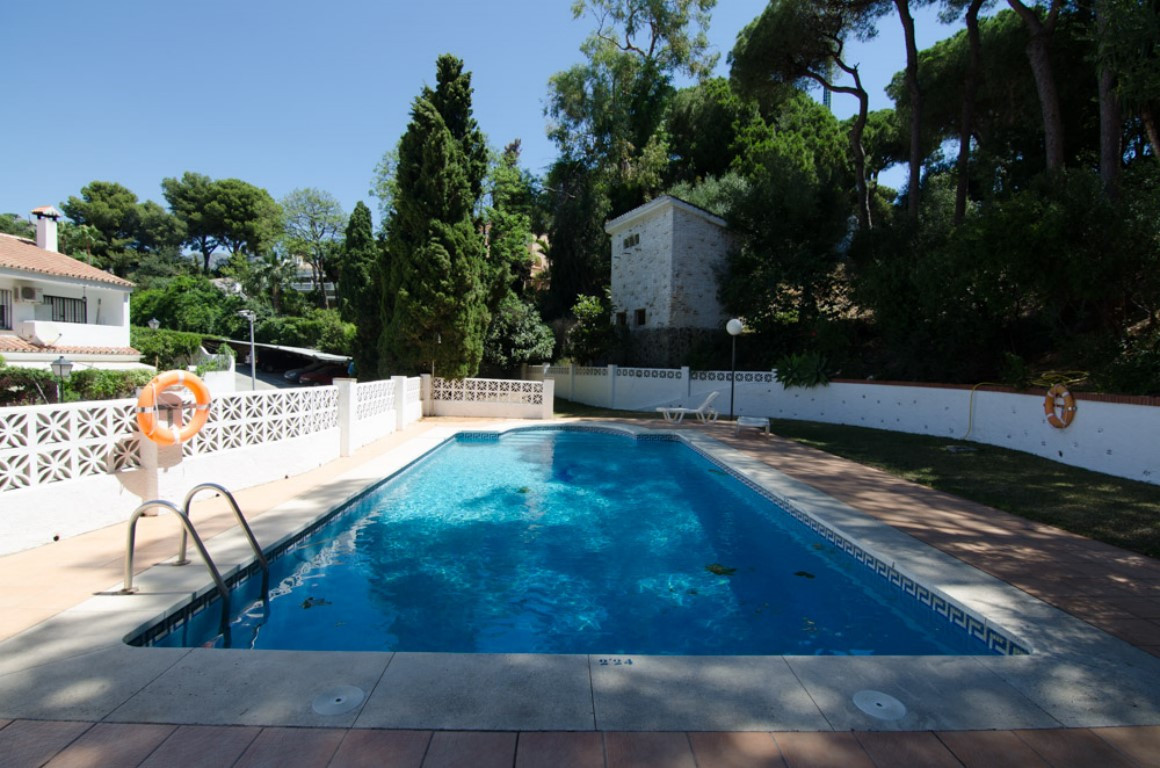 Beautiful 2 bedroom apartment in a very peaceful area.500m to the beach.Spain