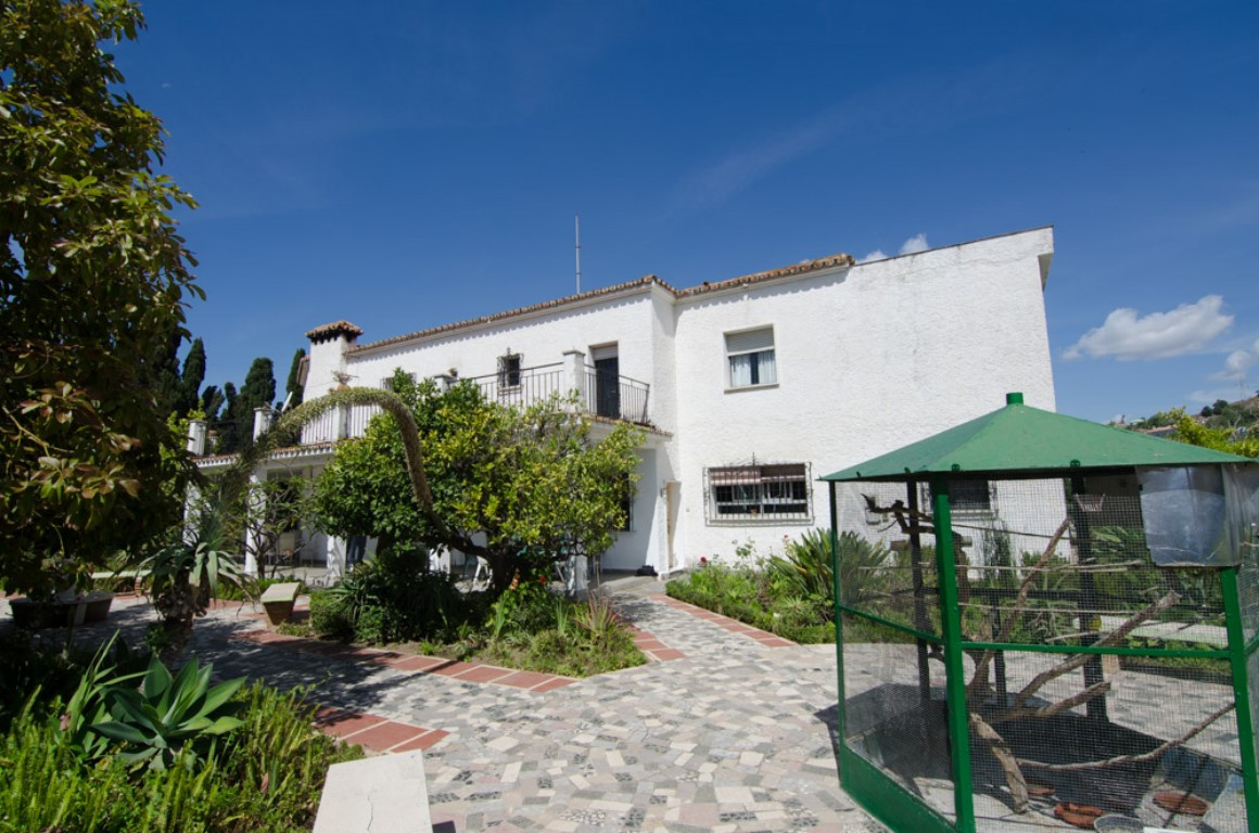 Villa con 14 Dormitorios en Venta Málaga
