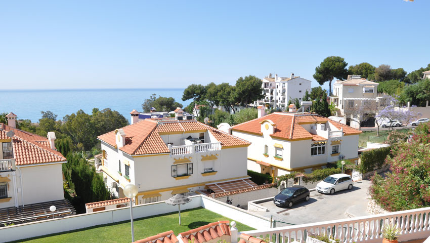 Beautiful semi detached villa with amazing views in Torremuelle, Benalmadena, only 500 m from the be,Spain