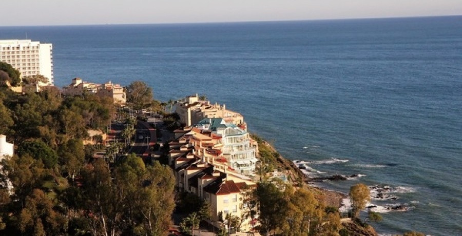 Duplex penthouse with 4 bedrooms,4 bathrooms,furnished,garage and storageroom 500m from the beach.,Spain