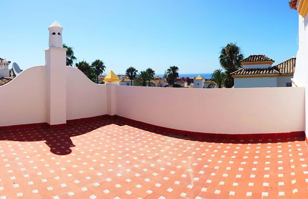 Lovely 3 bed, 3 bath Townhouse in a quiet location only 10mins walk to the beach and several restaur,Spain