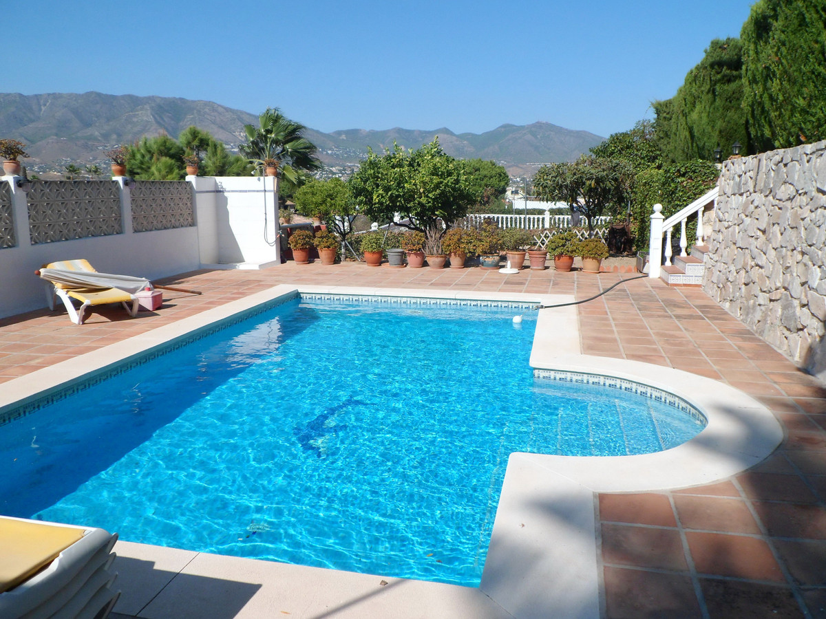 Lovely villa all on one level situated centrally in Cerros del Aguila.  The villa consists of an ent,Spain