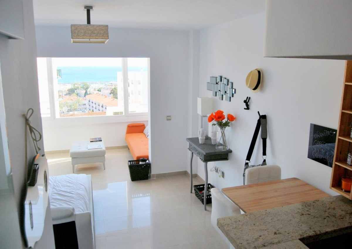 Renovated studio minutes from the beach as well as being close to all necessary services and ameniti, Spain