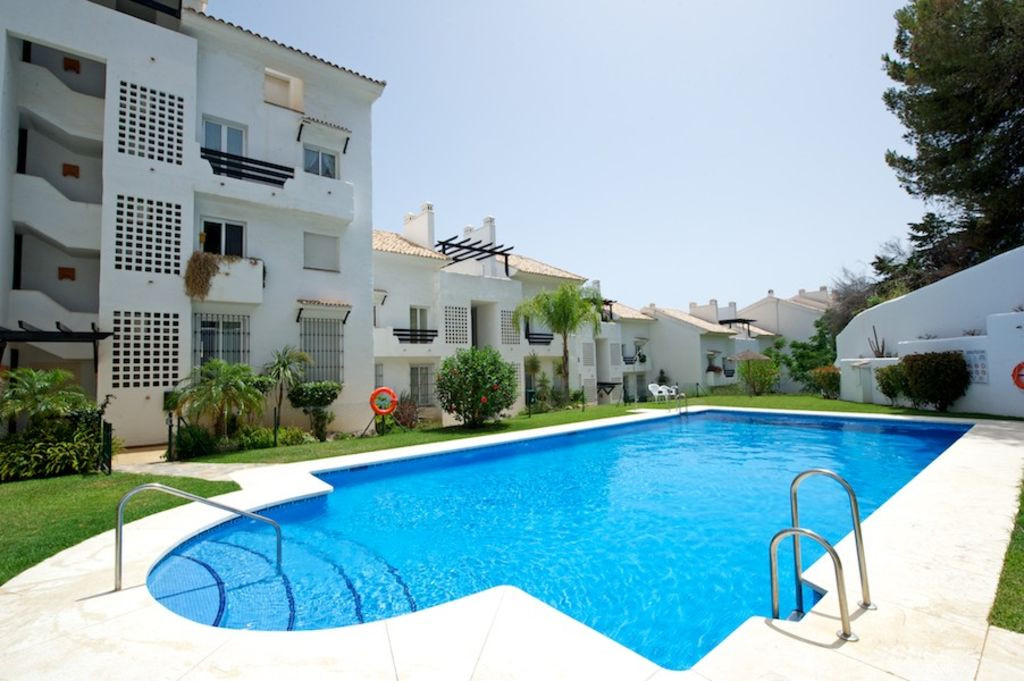 Bright and spacious flat located within a gated complex known as Atalaya Golf in Nueva Torrequebrada,Spain