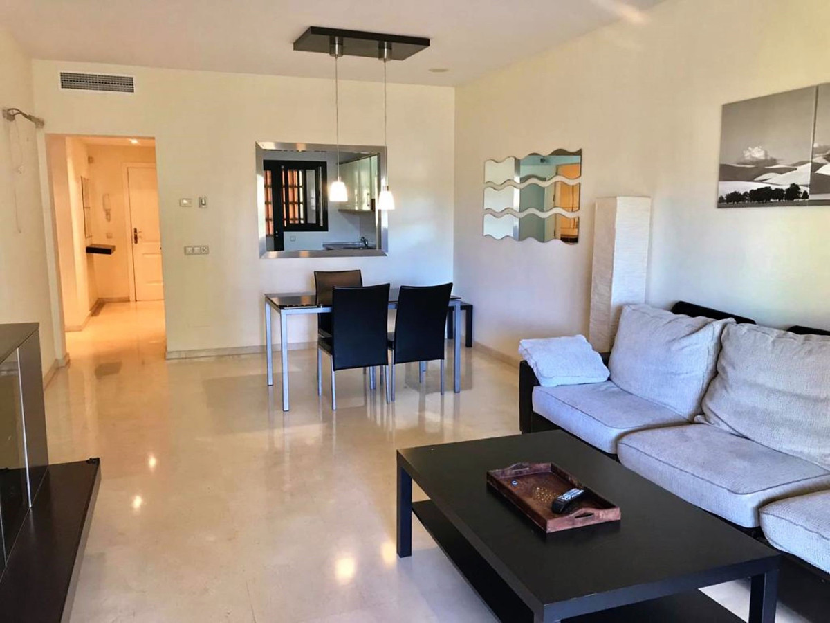 2 Bedroom Middle Floor Apartment For Sale San Pedro de Alcántara