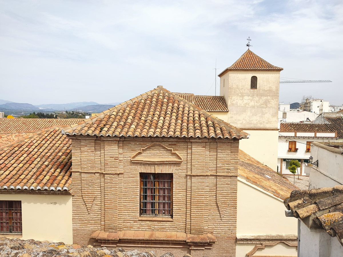 Traditional semi-detached house located in the historical centre of Coin, very close to the Santa Ma,Spain