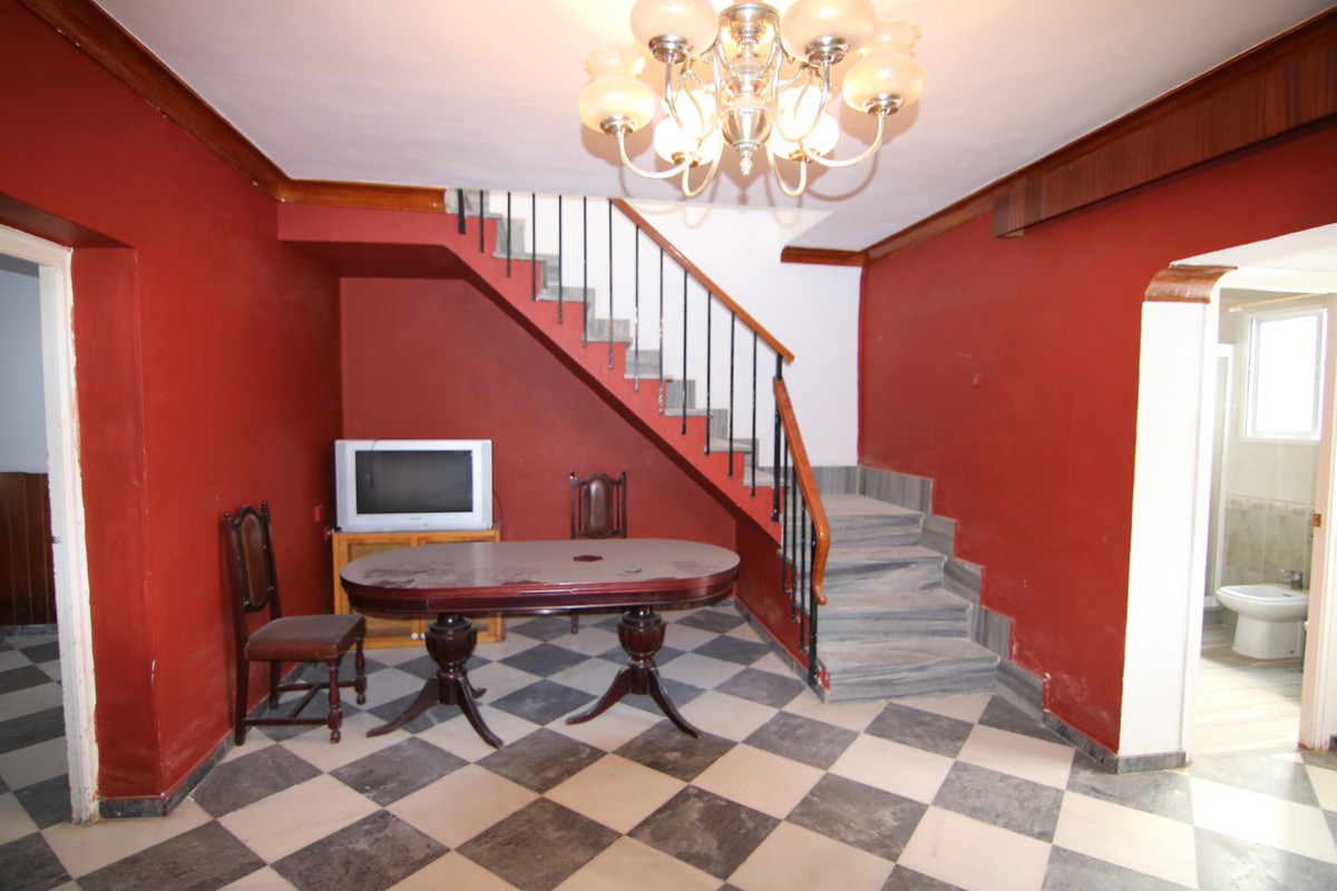 7 bedroom townhouse for sale coin