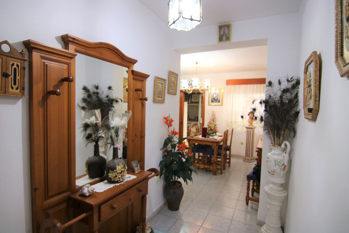 Nice townhouse in the center of town, in a very quiet street without car traffic.  Housing with appr,Spain