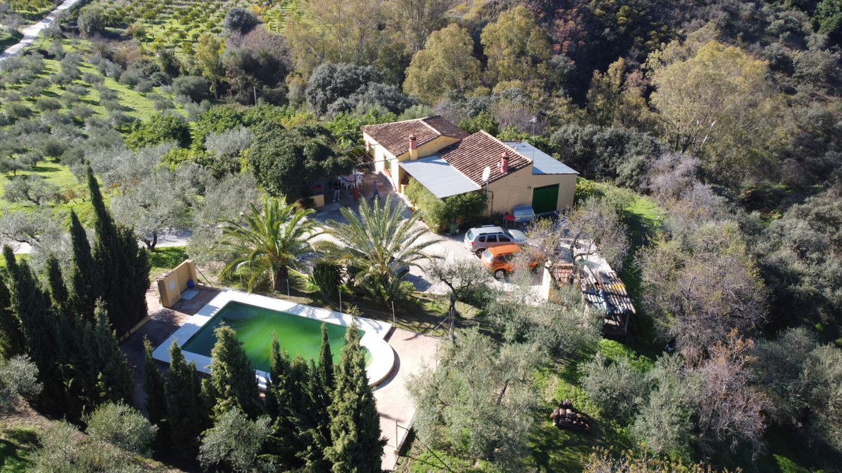 A corner to dream.  Country house with approximately 141 m2 and 40,000 m2 of land. House with three ,Spain