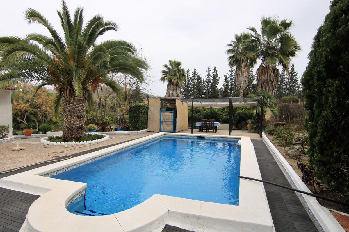 Nice Hacienda next to the Cartama-Coin highway. Main house of approximately 380 m2, composed of a la,Spain