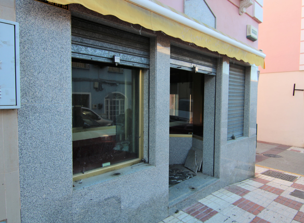 Commercial premises at street level, in commercial area. Commercial premises of 35 m2, completely fi, Spain