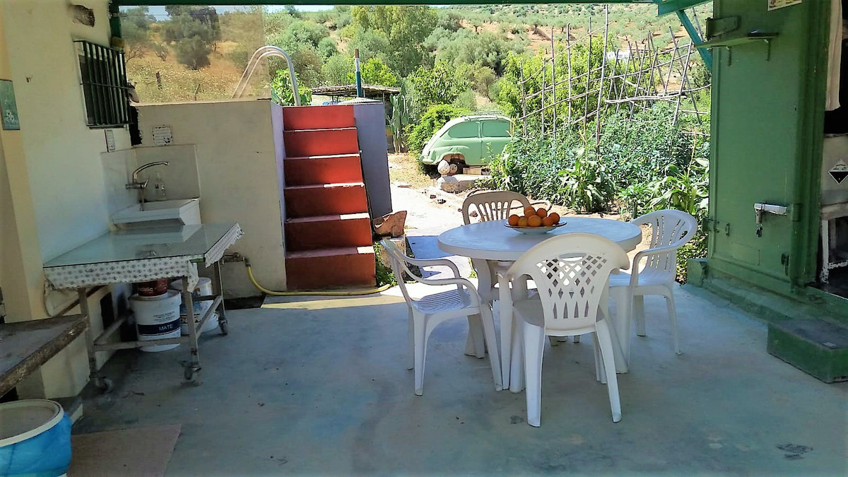 Beautiful country house on land of 1,206.68 m2. Ho