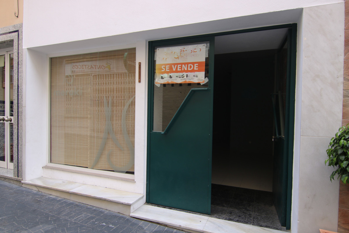 For sale commercial space of 43 m2 useful approximately in commercial area. Nice place to make your ,Spain