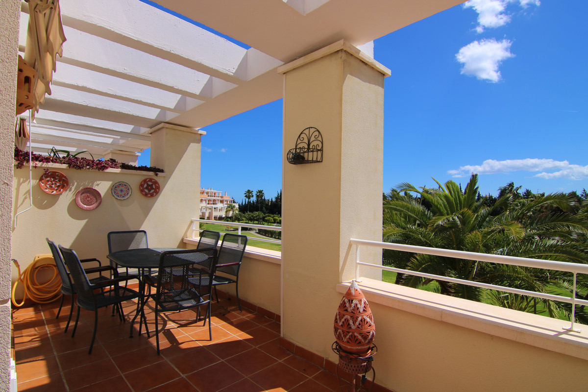 Lovely middle floor apartment in quite, gated development between Estepona and Puerto Banus Lovely m Spain
