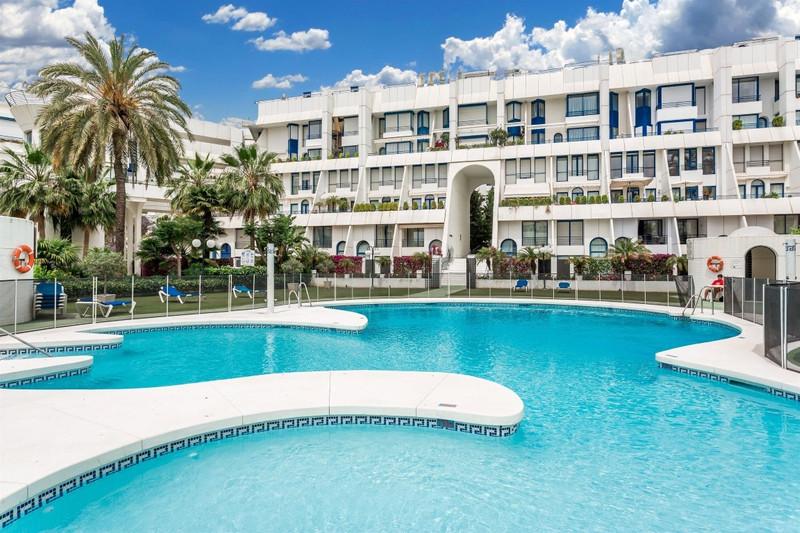 Apartamento Planta Media en venta en Marbella – R2587337