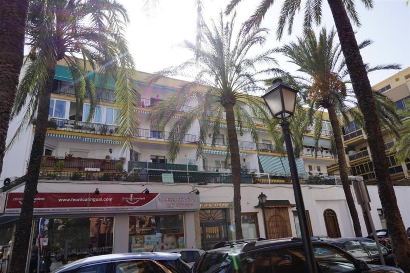 Apartment in the centre of Marbella, located just 100 meters from the sea. This 2 bedroom, 1 bathroo,Spain