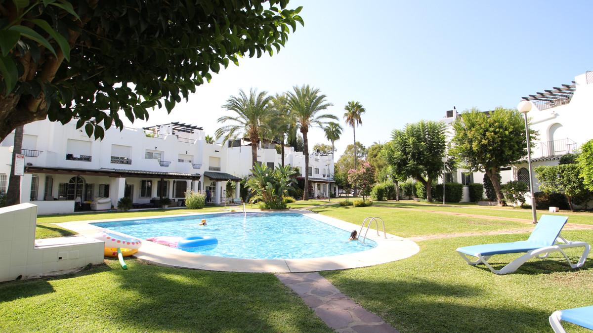 Adosada en Venta en Nueva Andalucía – R3501040