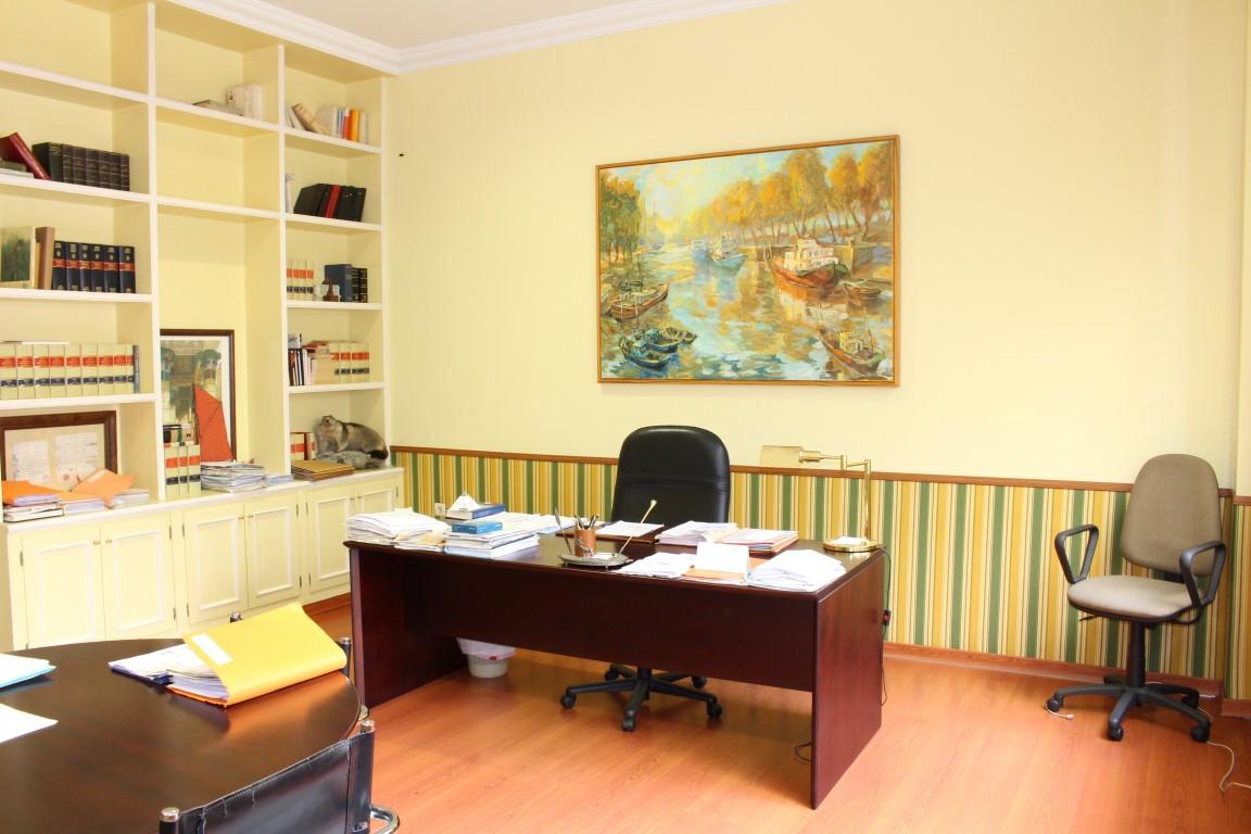 Comercial con 4 Dormitorios en Venta Marbella