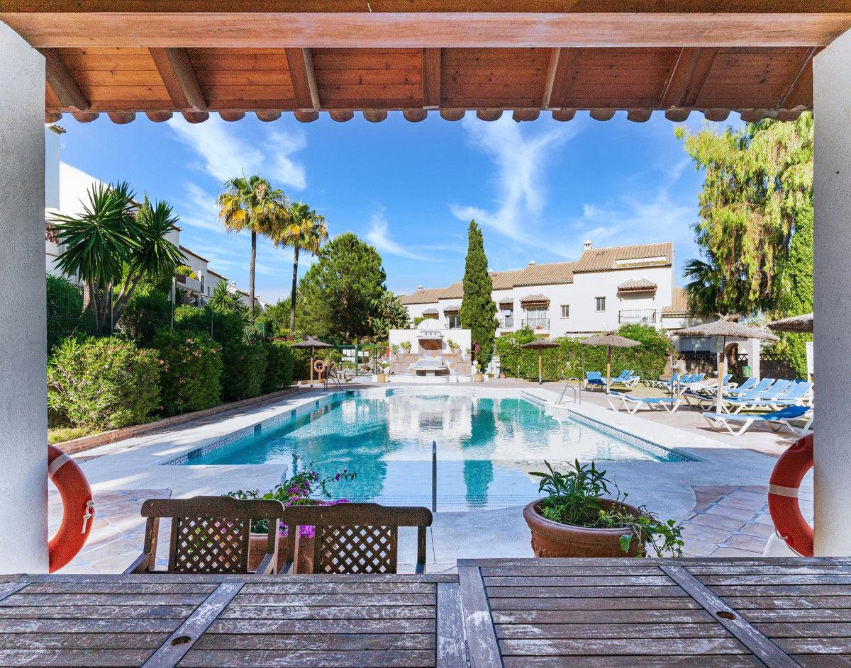 How to live next to the famous Golf Aloha without going bankrupt? Come and see this beautiful offer!,Spain