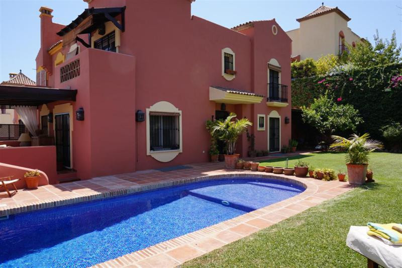 Villa Semi Detached for sale in Marbella