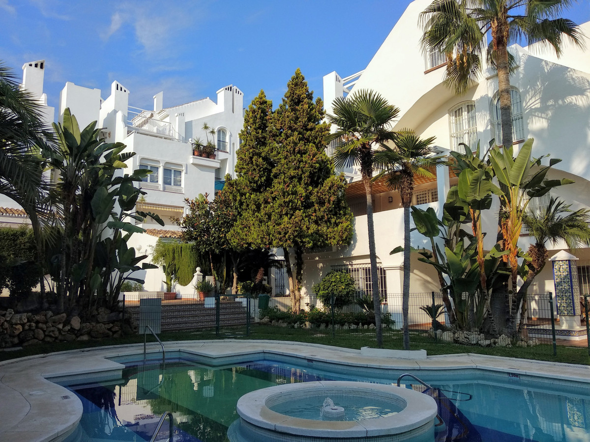 Looking for a duplex penthouse with views, in Marbella? I invite you to visit it !!! Beautiful views, Spain