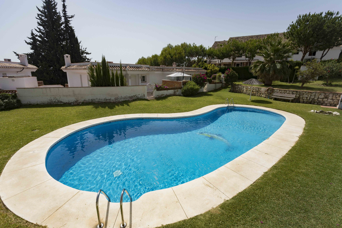 Spectacular semi-detached house with sea views in a very quiet and safe urbanization in Benalmadena.,Spain