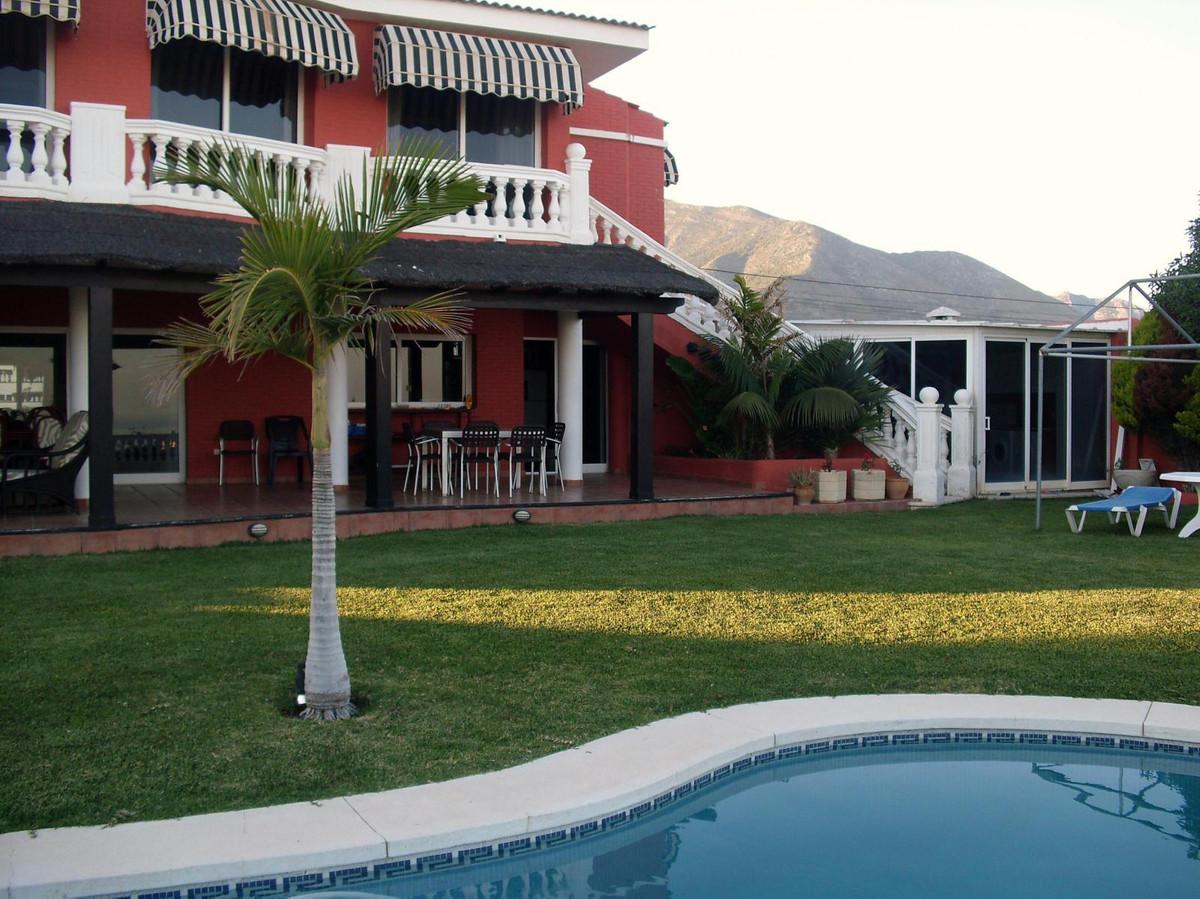 5 bedroom villa for sale fuengirola