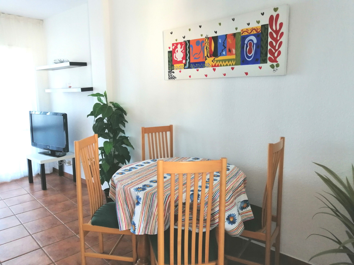 Great opportunity to invest in a property in Fuengirola. For sale a spacious apartment with 1 double, Spain