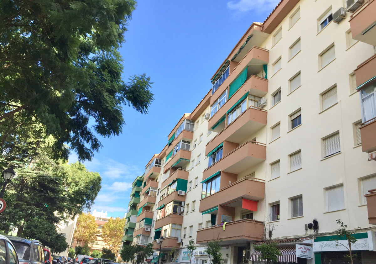 Apartment with 3 bedrooms, 1 bathroom, kitchen, living room Located in the center of Fuengirola, a s,Spain