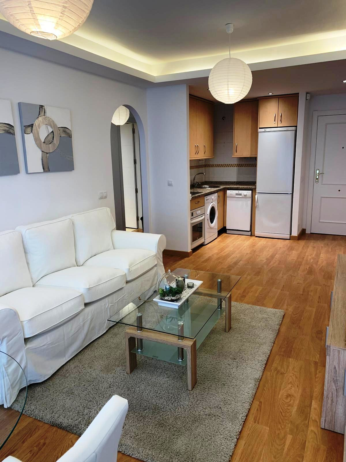 Good apartment in Uptown of the urbanization Los Pacos, in Avenida Los Pacos, is completely renovate,Spain