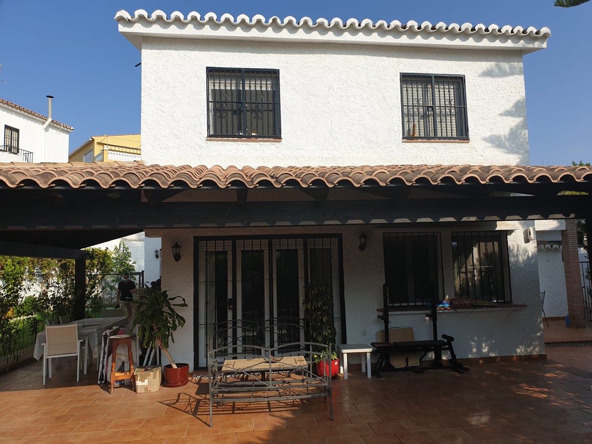 Villa built on 2 floors, completely renovated and new, appliances, plumbing, electricity, floor, cei,Spain