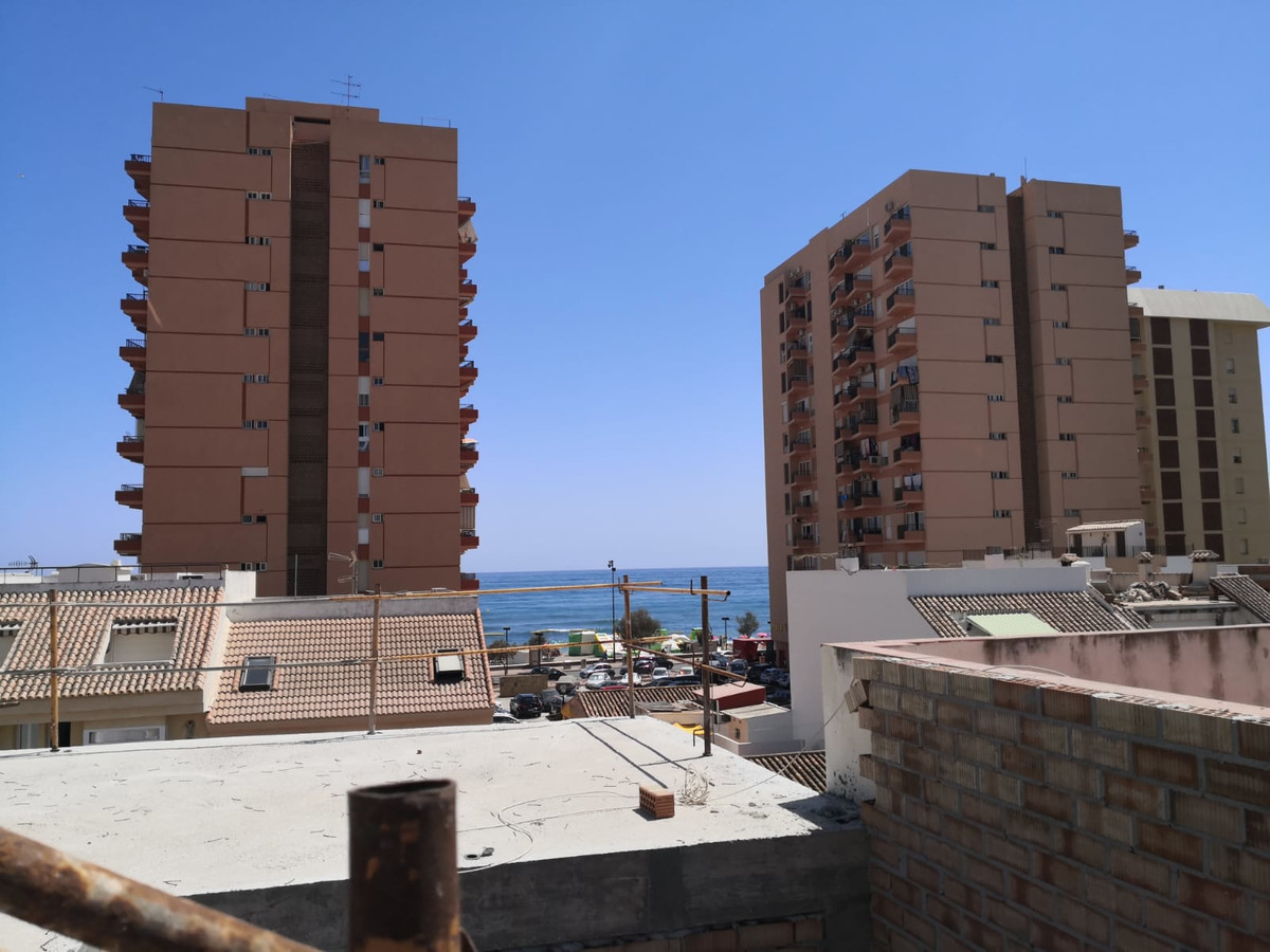 It consists of 3 bedrooms (with the possibility of 4) and 3 bathrooms, patio, terrace and solarium. ,Spain