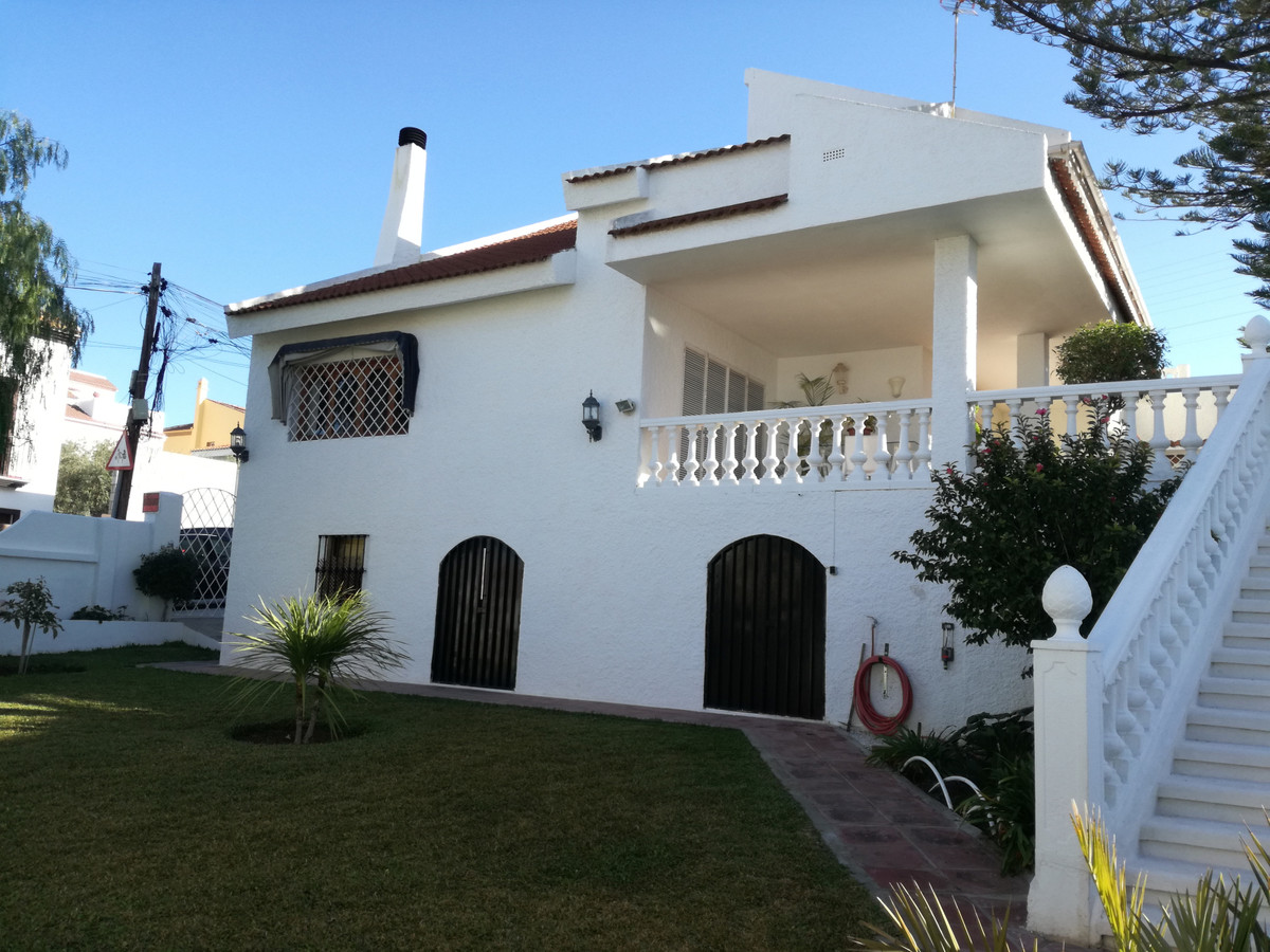 FAMILY HOUSE WITH MOUNTAIN VIEWS IN A QUIET AREA, VERY CLOSE TO MALAGA CITY CENTRE. DUE TO THE EXCEL,Spain