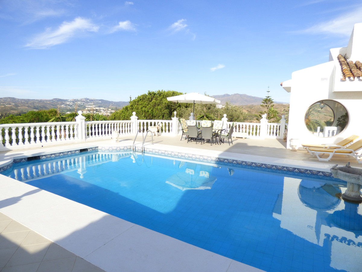 Stunning villa totally independent and very private, on the hill of Sierrezuela, magnificent panoram, Spain