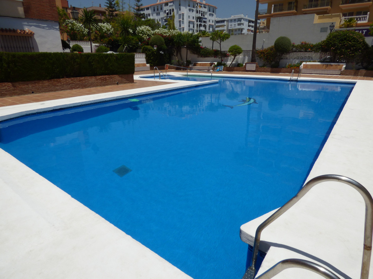 APARTARMENTO OF 3 BEDROOMS AND 2 BATHROOMS. IT IS LOCATED TOGETHER JARAMAR APARTMENTS AND COMPLEX LA, Spain