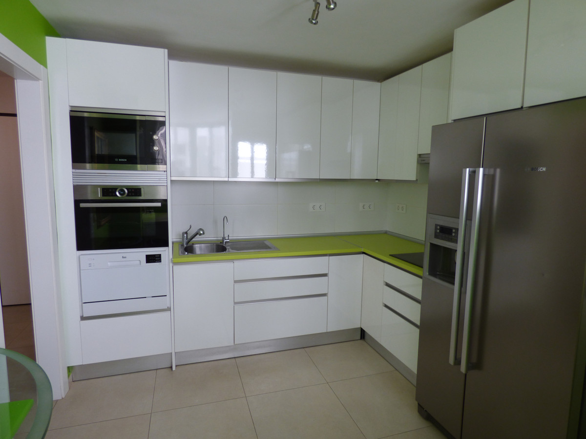 WONDERFUL APARTMENT WITH 3 BEDROOMS AND TWO BATHROOMS IN SECOND LINE OF BEACH AND A FIVE MINUTE WALK, Spain