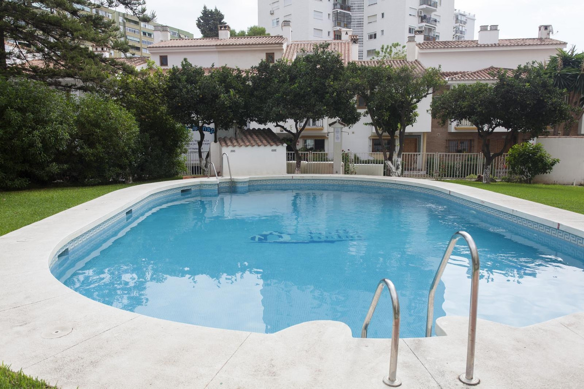 In private urbanization in Los Boliches, fantastic townhouse, a few meters from Swedish schools, Spa, Spain