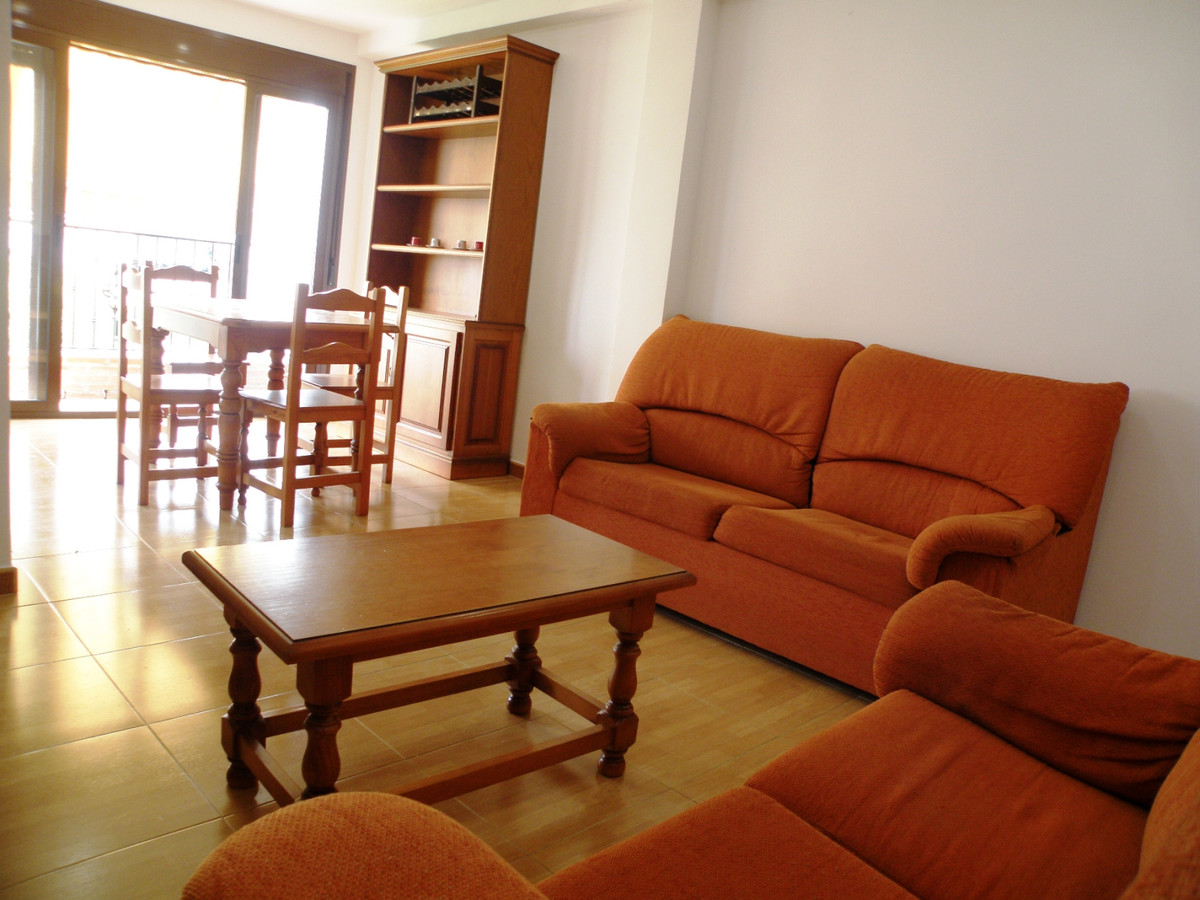 Renovated and centrally located 70m2 apartment in the heart of Los Boliches. It consists of 2 double, Spain