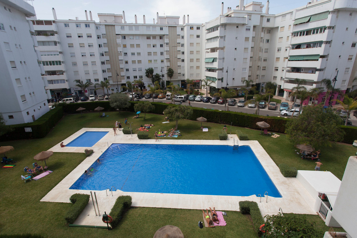 GREAT FLAT MIRAMAR 130 m, near the beach. Originally it had 4 bedrooms, one of which has been attachSpain