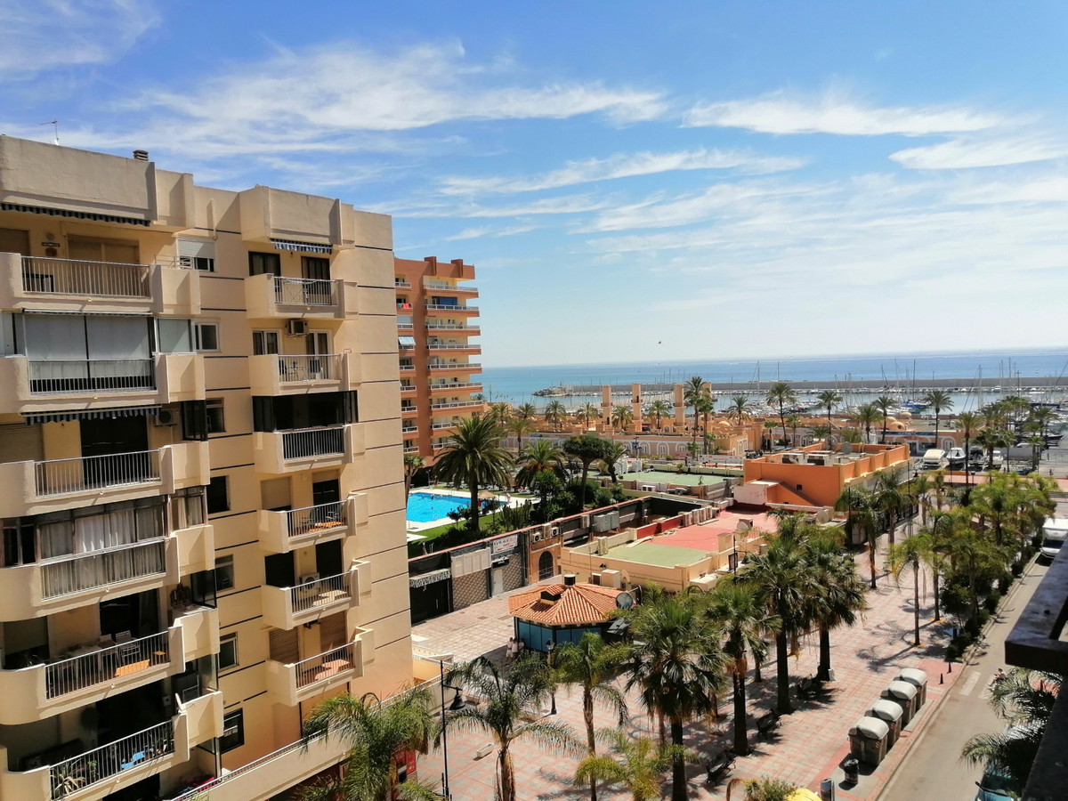FUENGIROLA, 1st line beach. Study located in the Hotel Las Palmeras, on the Paseo Maritimo de Fuengi, Spain