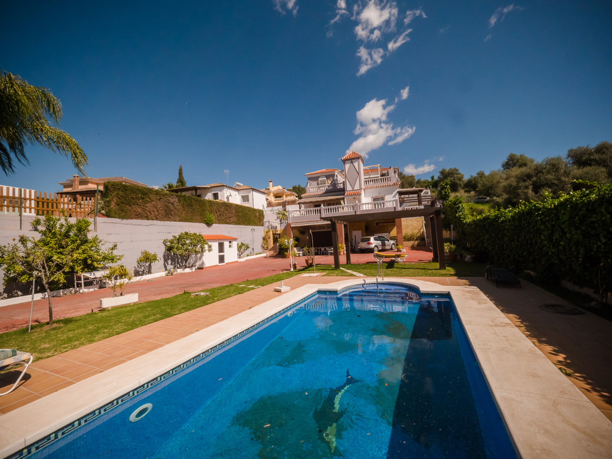 Detached Villa, Mijas, Costa del Sol. 8 Bedrooms, 8 Bathrooms, Built 500 m².  Setting : Town, Countr, Spain