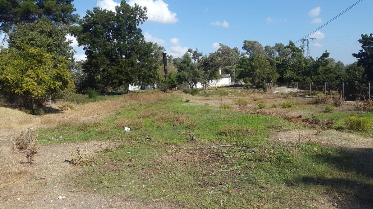 8000M2 PLOT, COIN. WATER, ELECTRICITY SERVICES. 136M2 OLD HOUSE WHICH NEEDS ALTERATIONS. IRRIGATION ,Spain