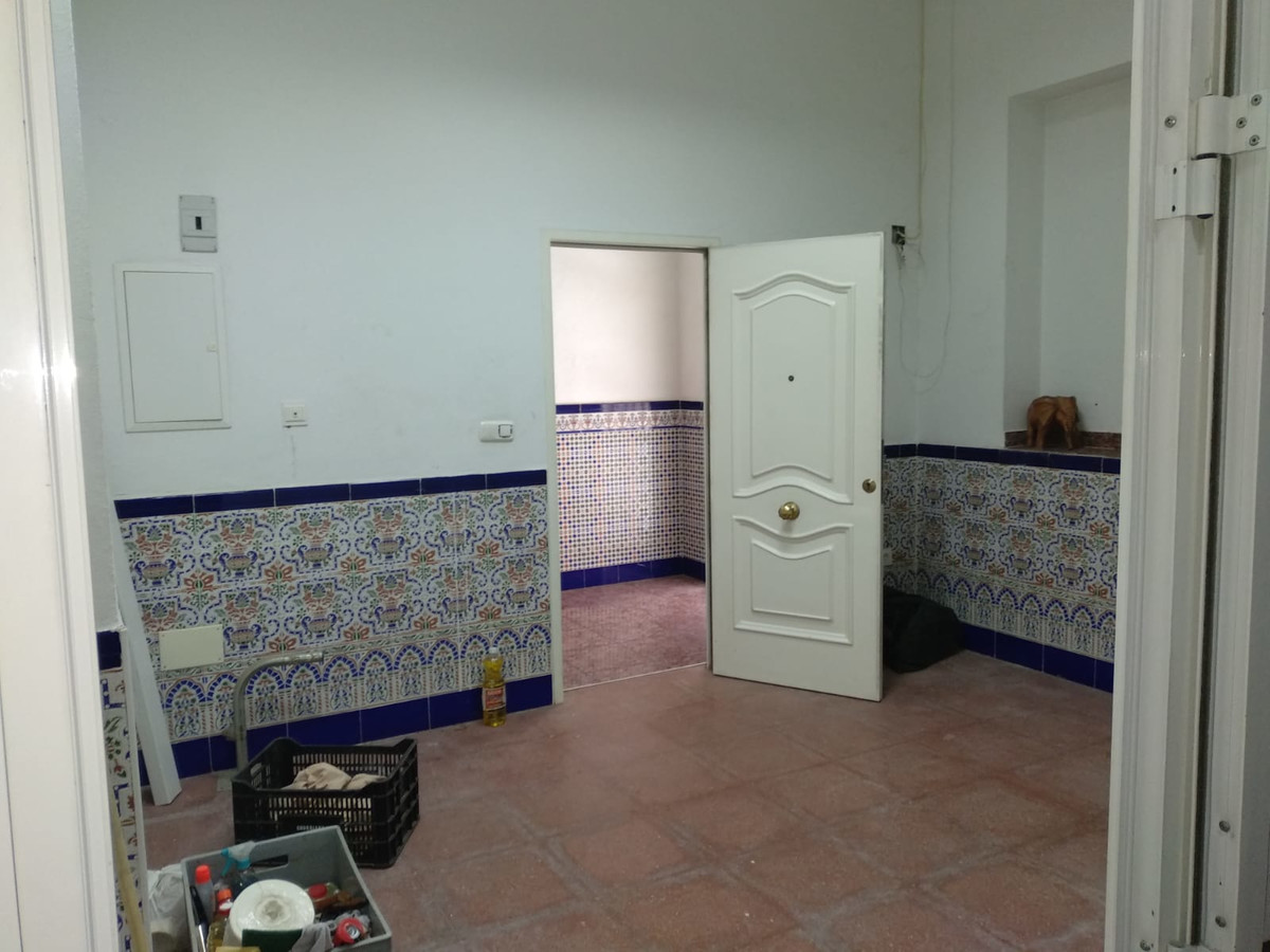 BEAUTIFUL LOCAL OF 126 METERS WITH POSSIBILITY OF CHANGE OF USE FOR TWO HOUSES., Spain